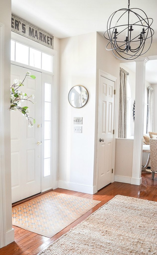 White foyer that is clean