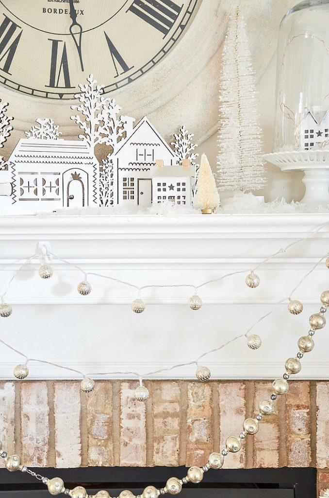 Christmas decorating ideas on a mantel