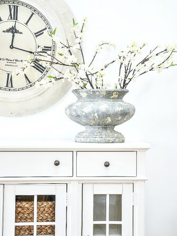 CREATIVE WAYS TO DECORATE WITH FAUX FLOWERS