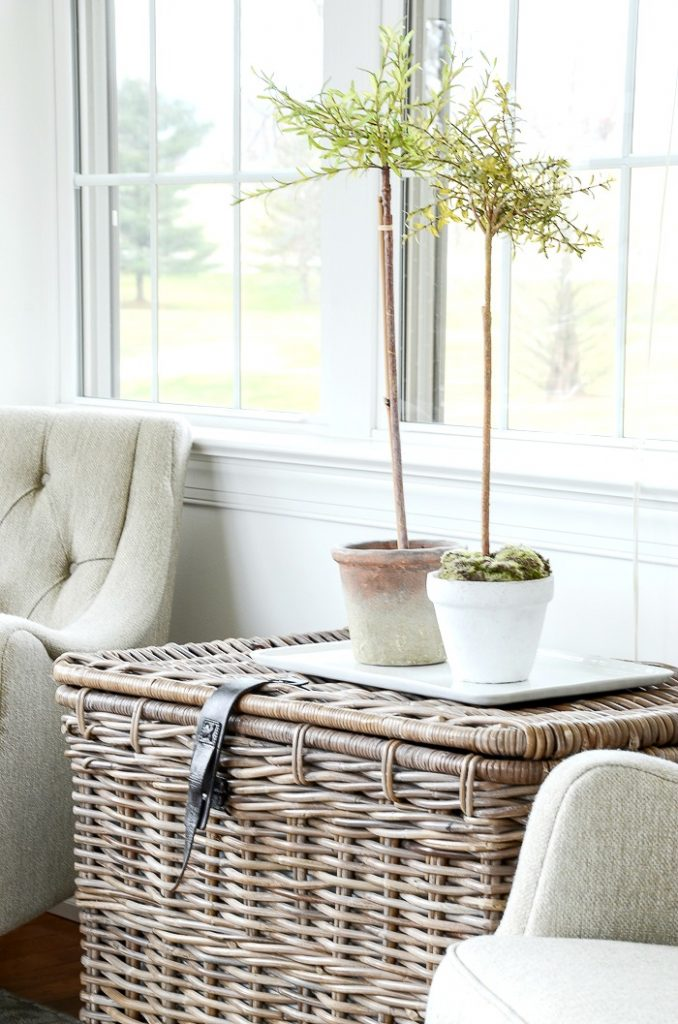BIG TEXTURED BASKET IN A NEUTRAL ROOM