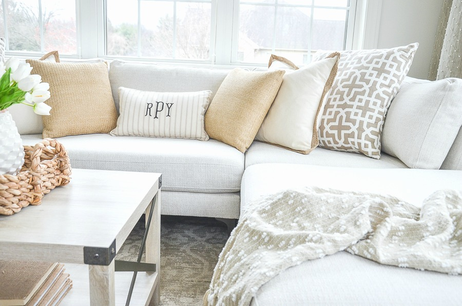 SECTIONAL WITH SPRING PILLOWS