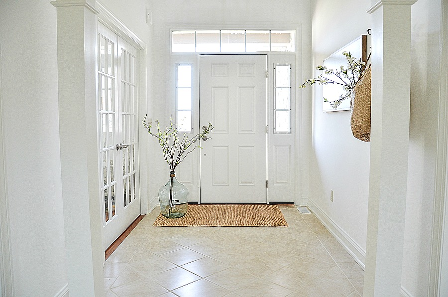WHITE ENTRYWAY AND SPRING DECORATING IDEAS