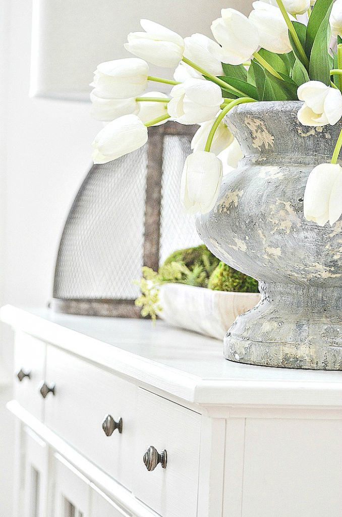 WHITE SPRING TULIPS TO DECORATE WITH AFTER EASTER