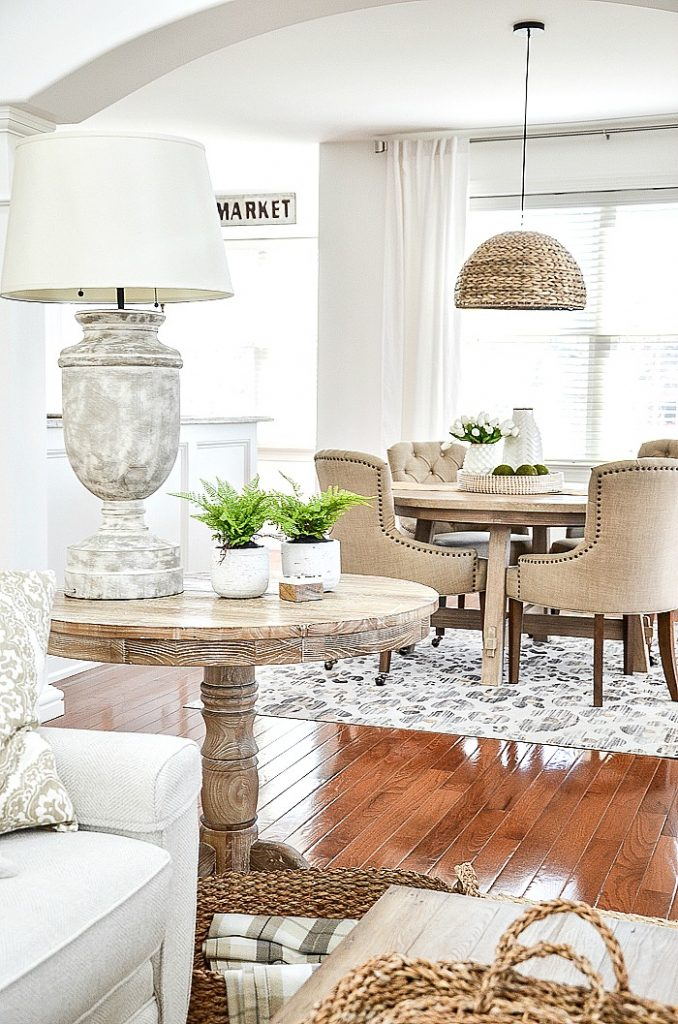 ROUND NATURAL WOOD DINING ROOM TABLE