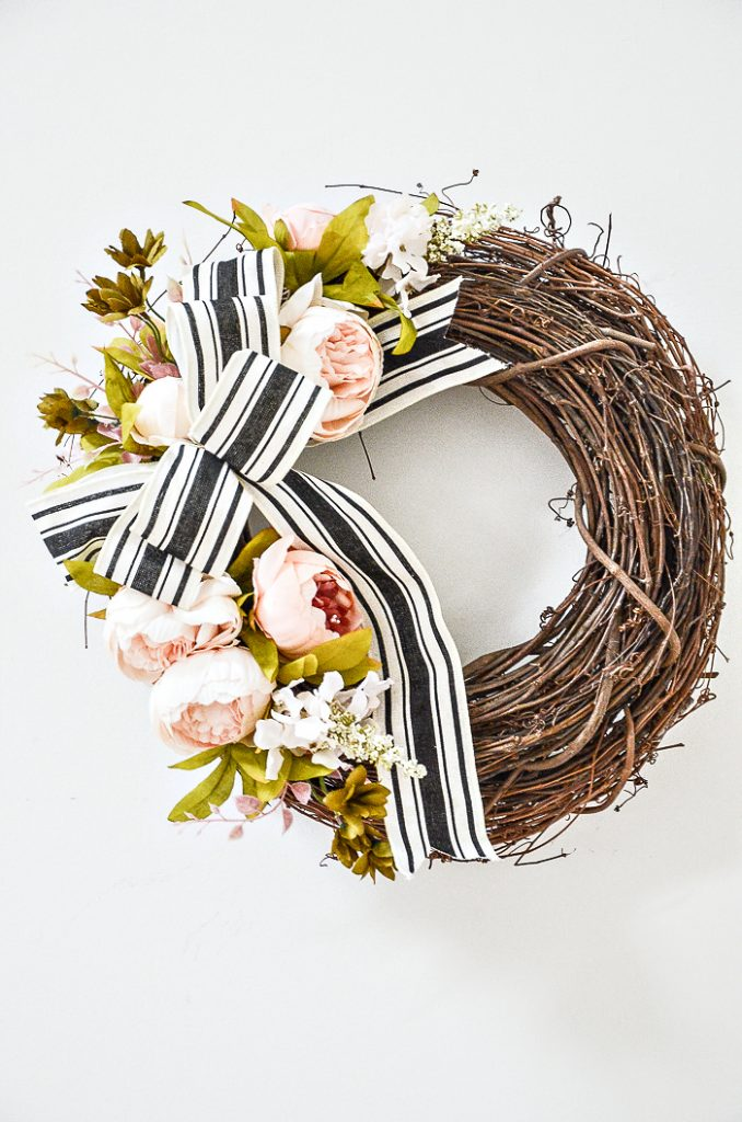 BEAUTIFUL SUMMER FRONT DOOR WREATH.