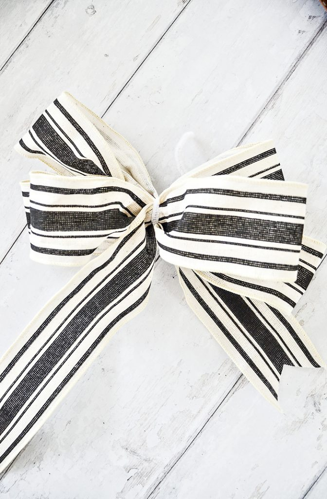 BLACK AND WHITE FRENCH BOW