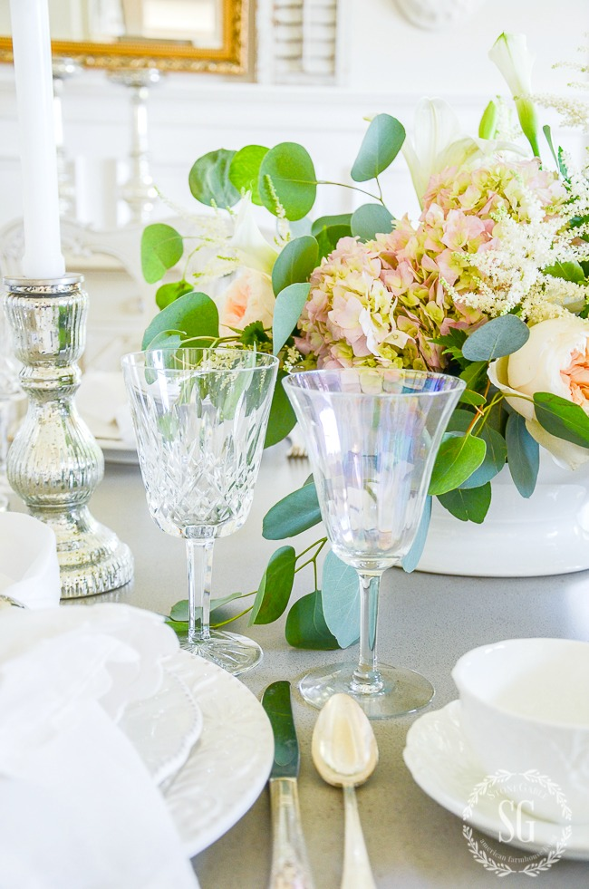 PRETTY HYDRANGEA IN A CENTERPIECE ON A SPRING INSPIRED TABLE