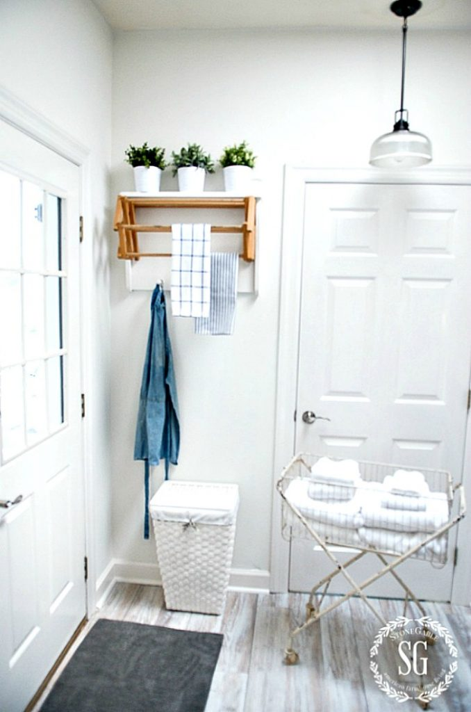 LAUNDRY ROOM DECORATED INEXPENSIVELY