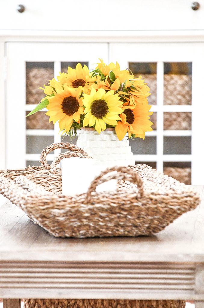 TRAY WITH A VASE OF SUNFLOWERS