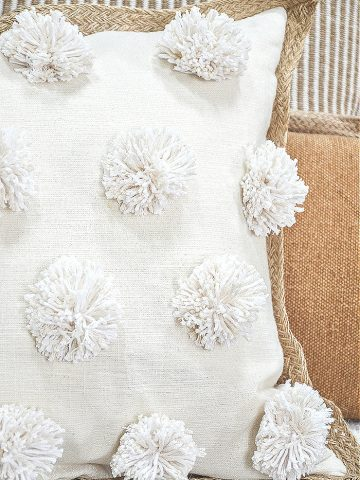 SO PRETTY POM POM PILLOW DIY