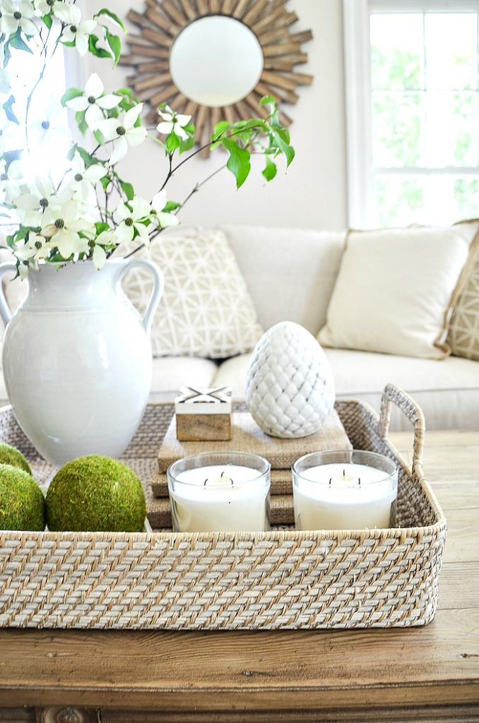 A PRETTY GREEN AND WHITE VIGNETTE ON A COFFEE TABLE