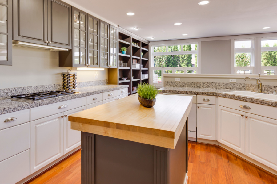 TWO TONED KITCHEN IN STYLE FOR 2021