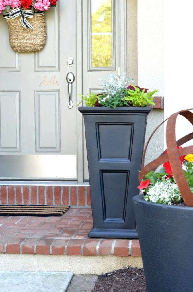 LARGE BUT LIGHT BLACK PLANTERS