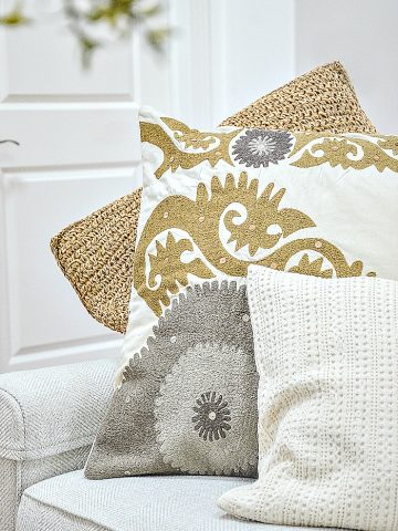BEST TIPS FOR ARRANGING PILLOWS