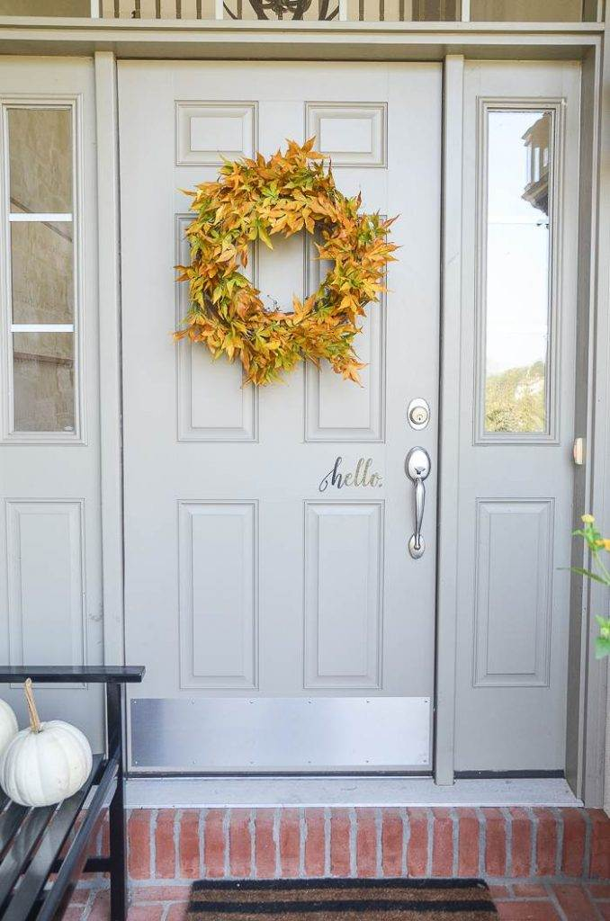 FALL LEAF WREATH ON A DOOR