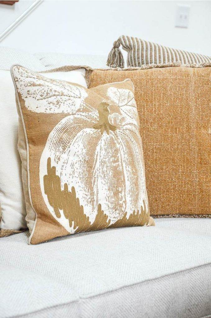 FALL PILLOWS ON A SOFA