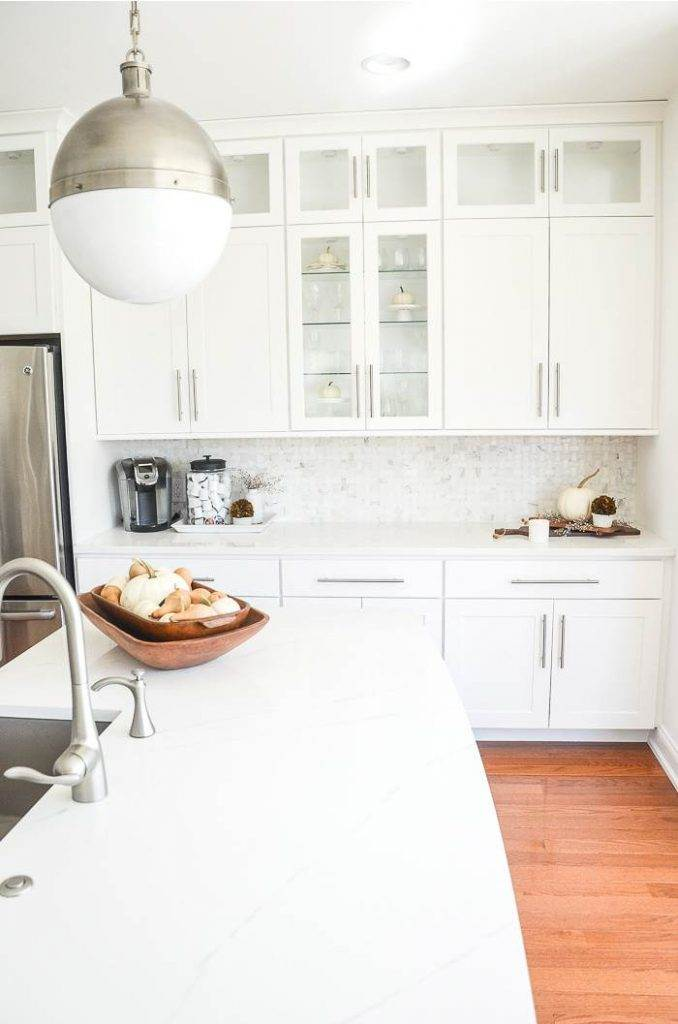 A WHITE KITCHEN DECORATED FOR FALL