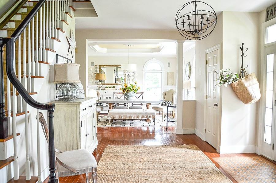 BEAUTIFUL DINING ROOM WITH DIFFERENT HEAD CHAIRS, SIDE CHAIRS AND A BENCH