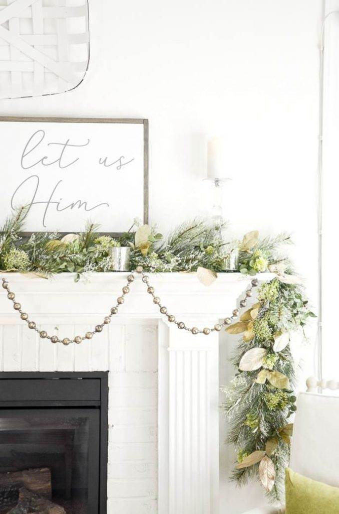 CHRISTMAS MANTEL WITH CANDLES AND GARLAND