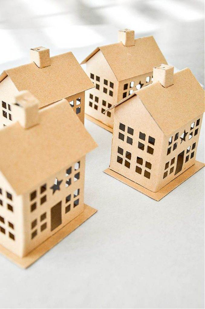 CARDBOARD HOUSES TO PAINT
