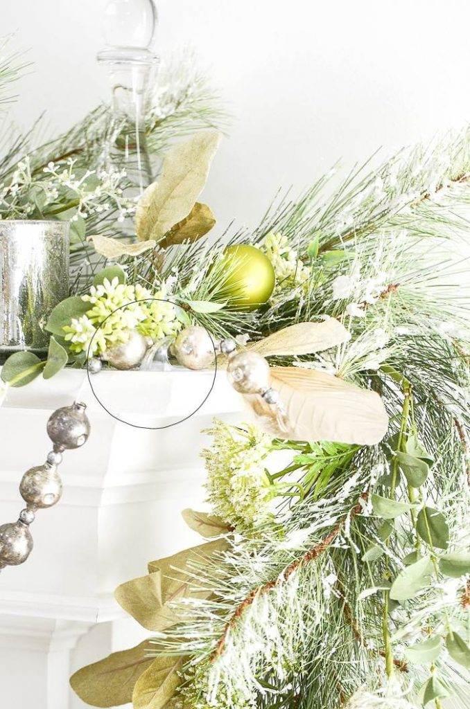 CHRISTMAS MANTEL CLOSE UP OF HOOK