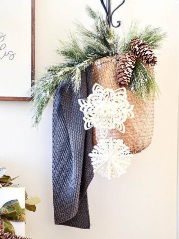 DECORATING WITH PINECONES AT CHRISTMAS