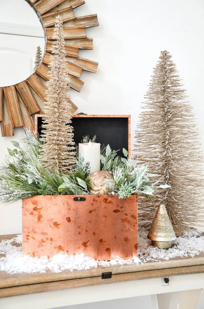 CHRISTMAS ARRANGEMENT IN A COPPER BOX