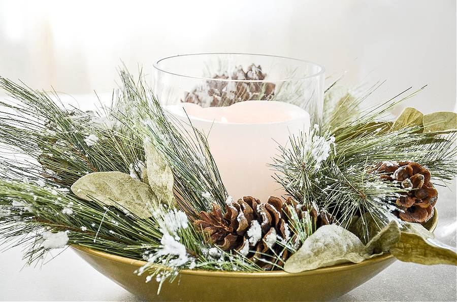 CANDLE IN A ROUND CENTERPIECE