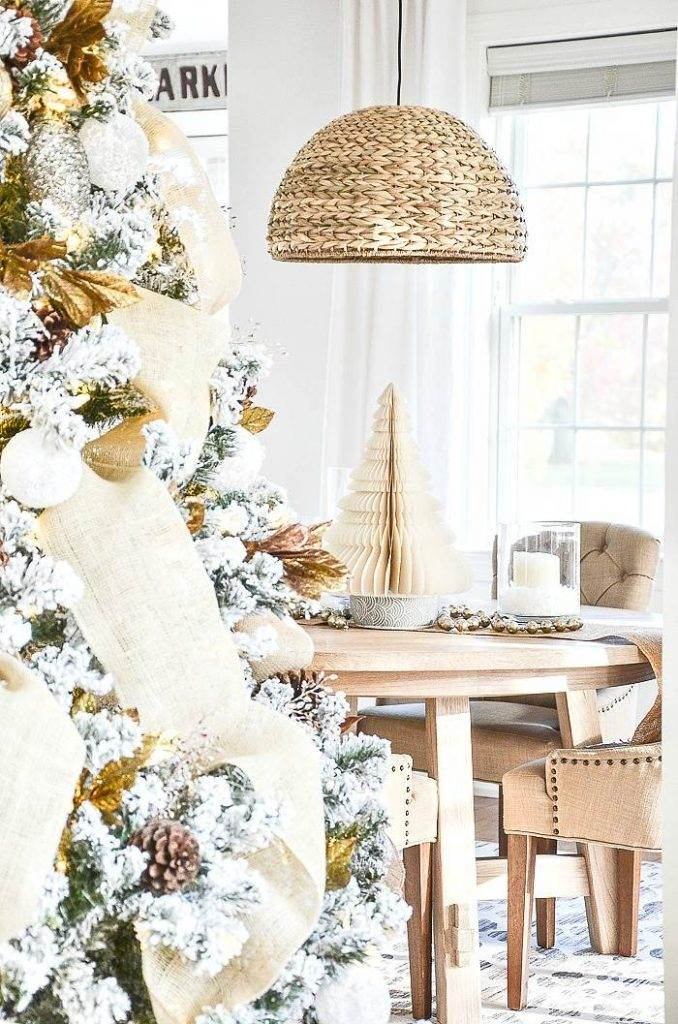 CHRISTMAS TREE AND DINING ROOM TABLE