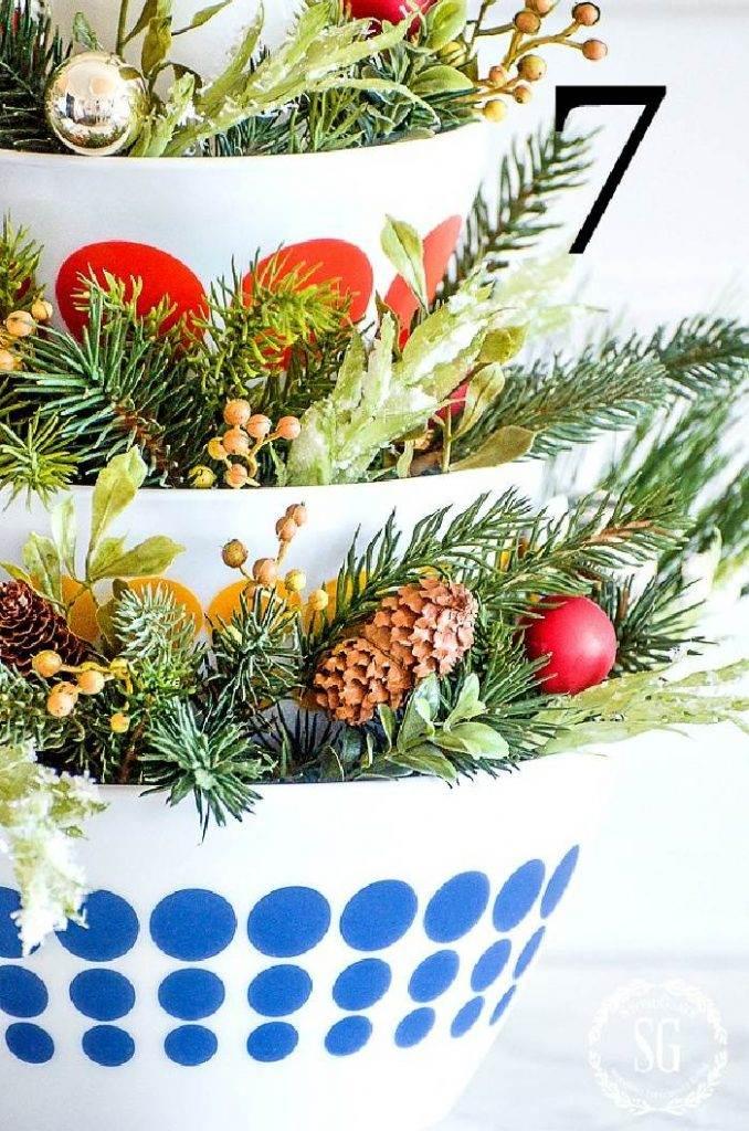 CLOSE UP OF CHRISTMAS STACKING BOWLS