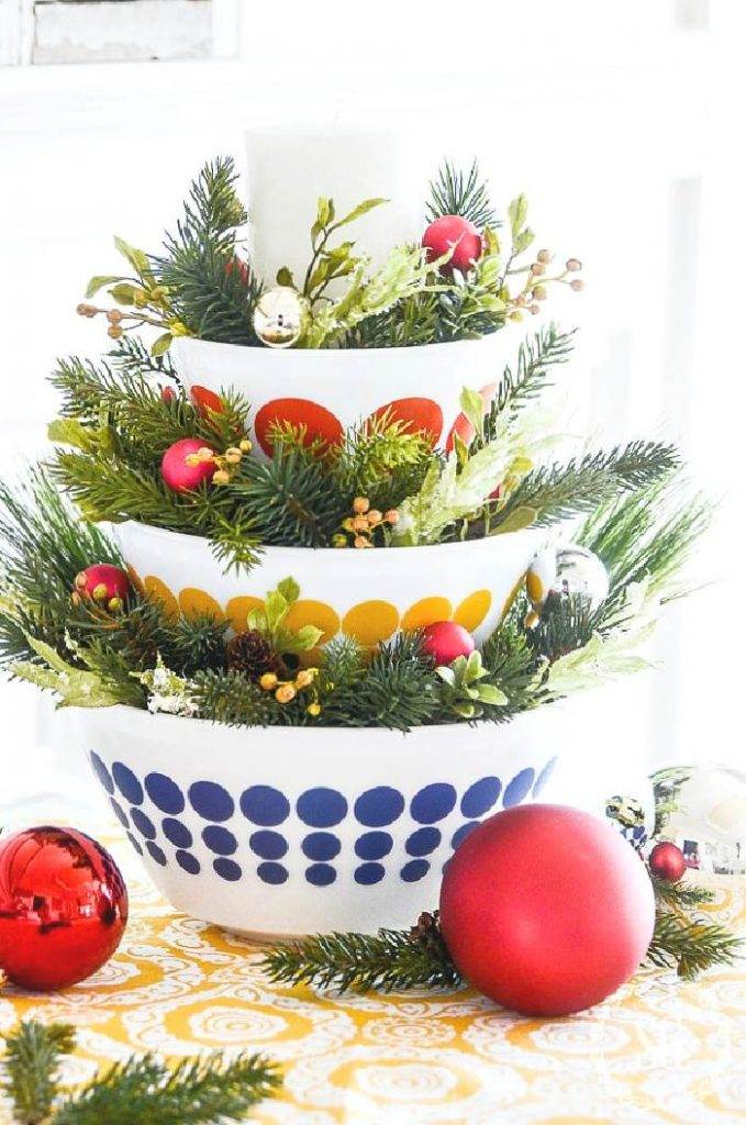 STACKED BOWLS WITH GREENS AND LITTLE ORNAMENT IN BETWEEN THEM