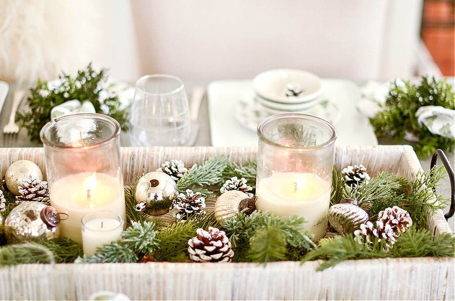 CHRISTMAS ARRANGEMENT ON A TABLE