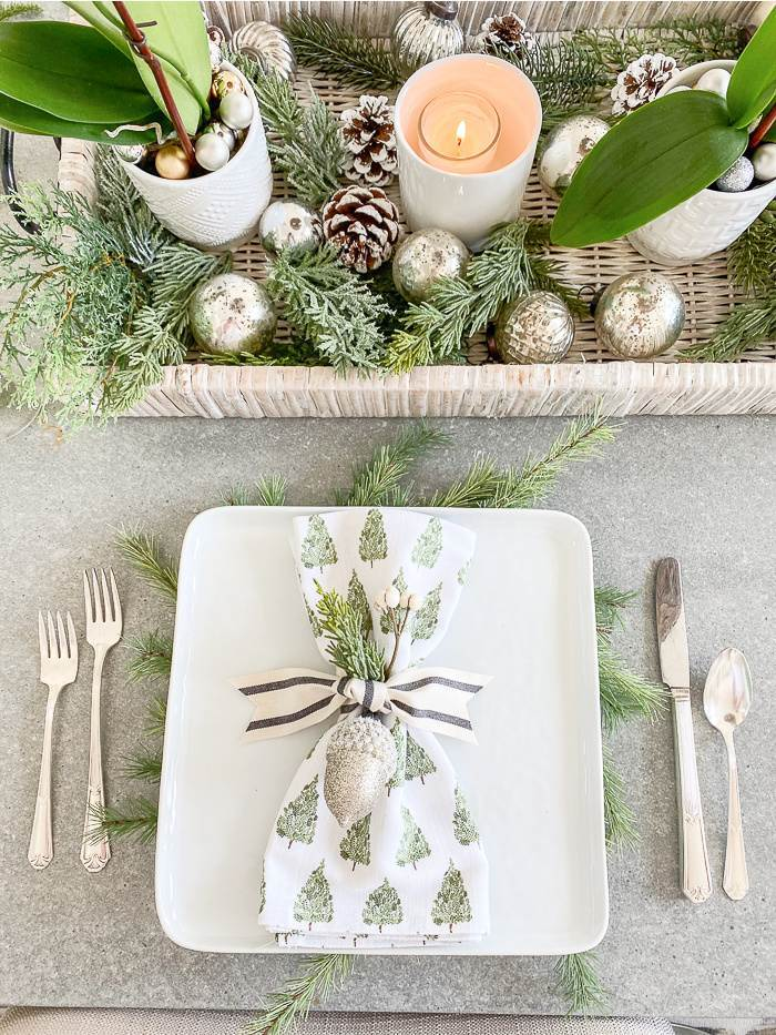 A PRETTY PLACE SETTING ON A CHRISTMAS TABLE