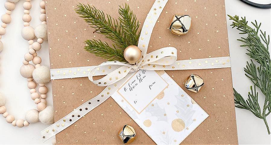 GIFT TAG ON PRESENT