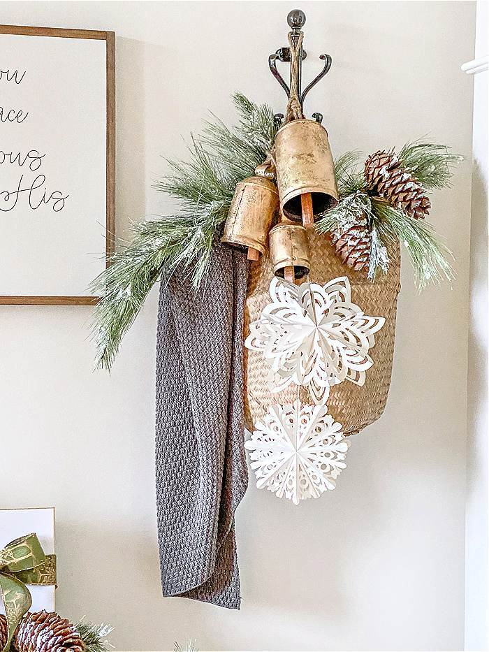 VERTICAL COAT RACK DECORATED WITH CHRISTMAS ITEMS