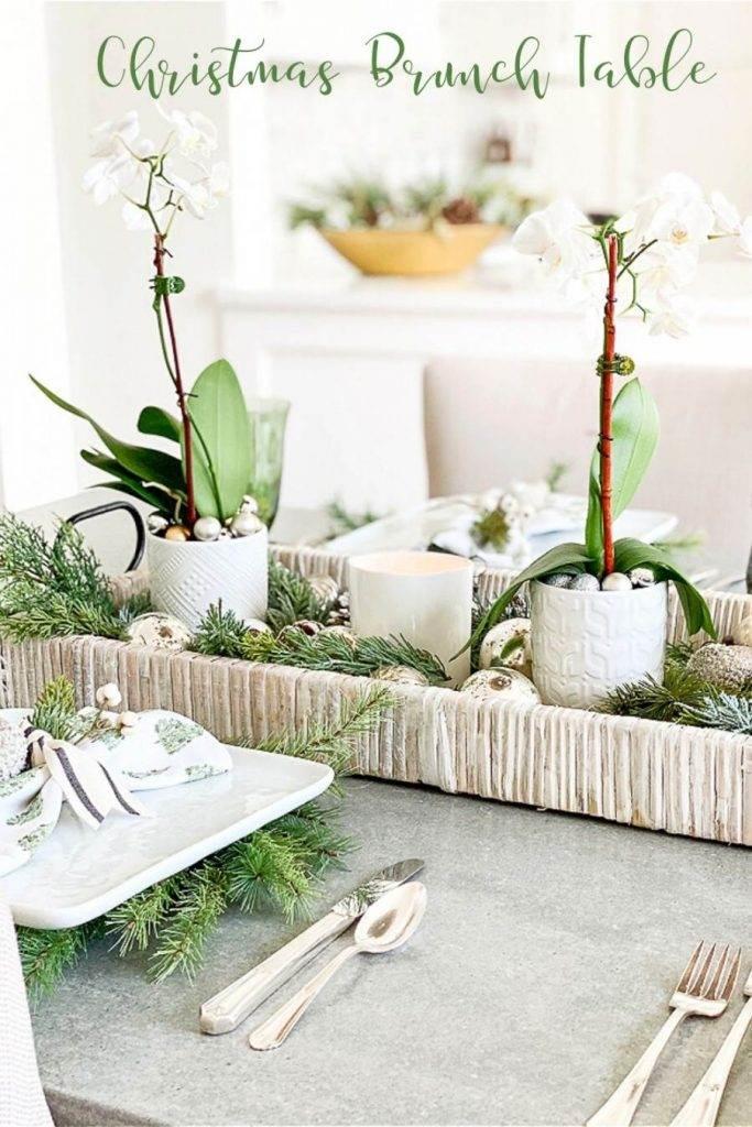 CENTERPIECE ON A CHRISTMAS TABLE