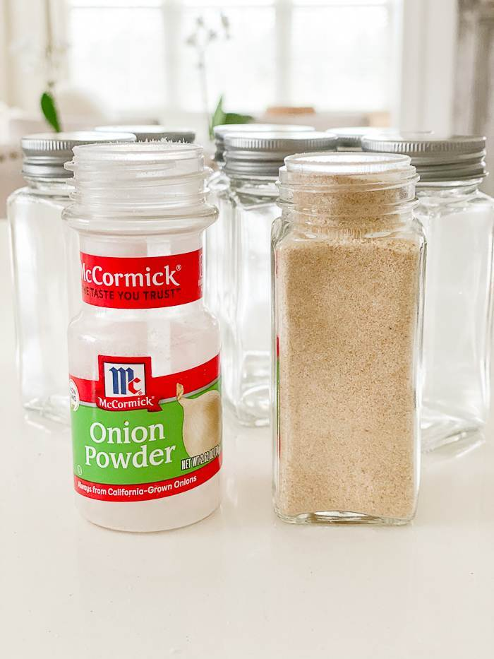 ONION POWDER IN THE NEW UNIFORM GLASS CONTAINER