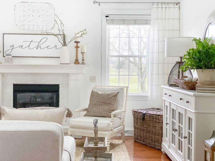 GREAT ROOM IN NEUTRAL COLORS
