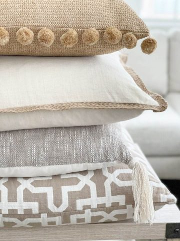 HOW TO ARRANGE PILLOWS ON A SECTIONAL