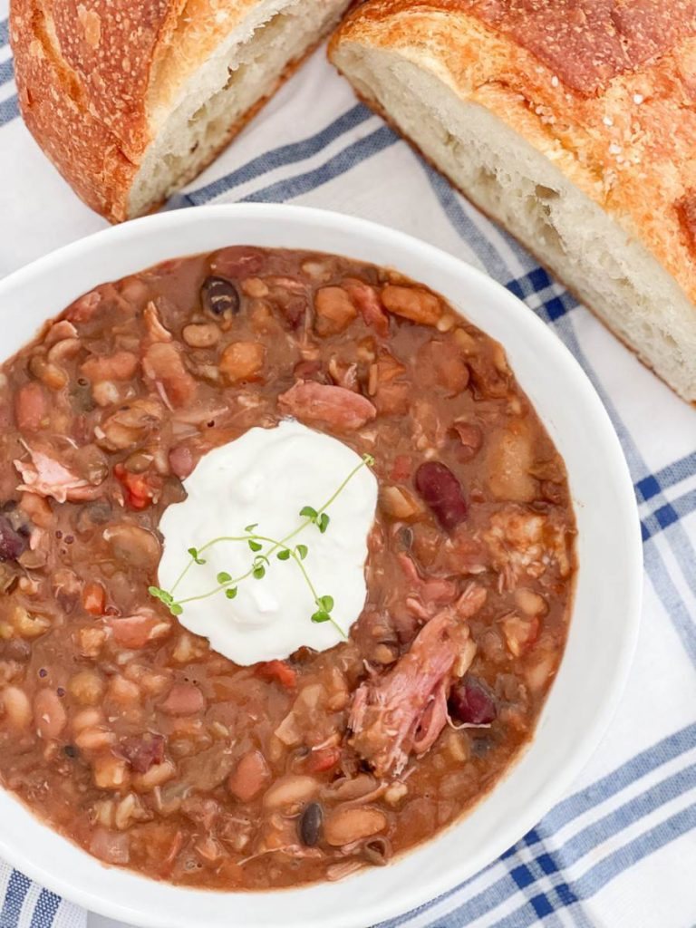 BOWL OF BEAN SOUP WITH BREAD