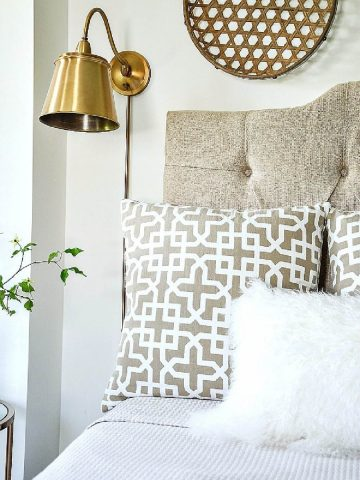 8 PRETTY BED PILLOW ARRANGEMENTS