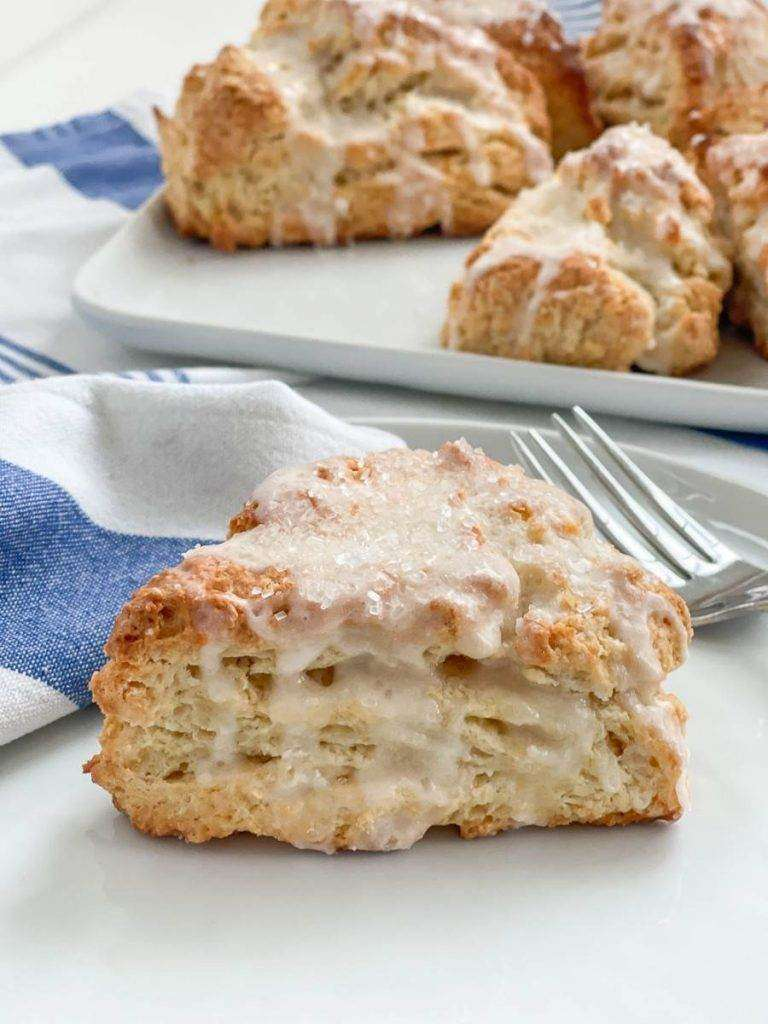 A SERVING OF SOUR CREAM SCONES ON A PLATE