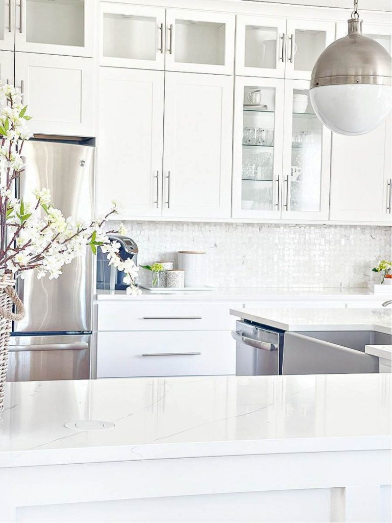 WHITE KITCHEN THAT IS ORGANIZED