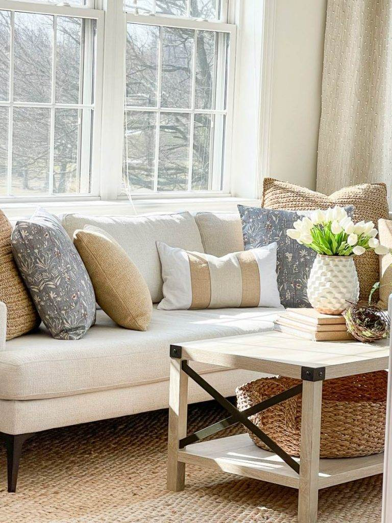 SOFA FILLED WITH SPRING PILLOWS