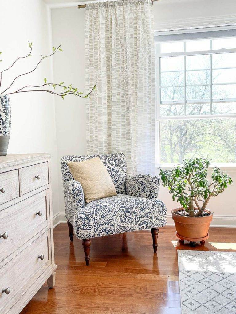 CHAIR AND PLANT IN A BEDROOM