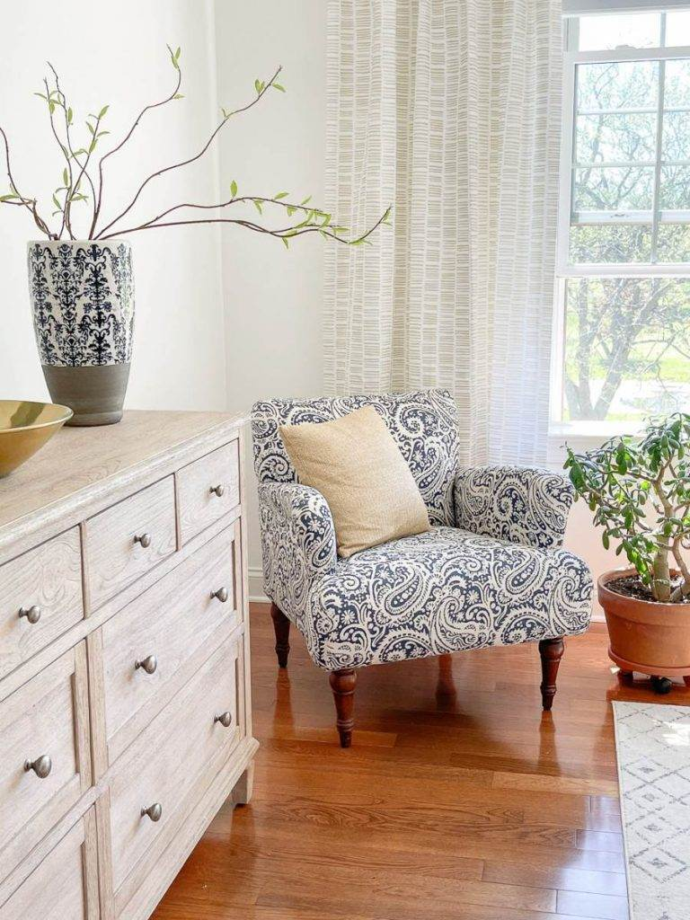 CHAIR IN A GUEST BEDROOM