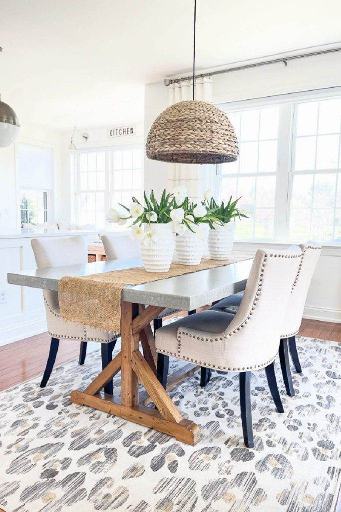 DINING ROOM AND KITCHEN THAT ARE COHESIVE