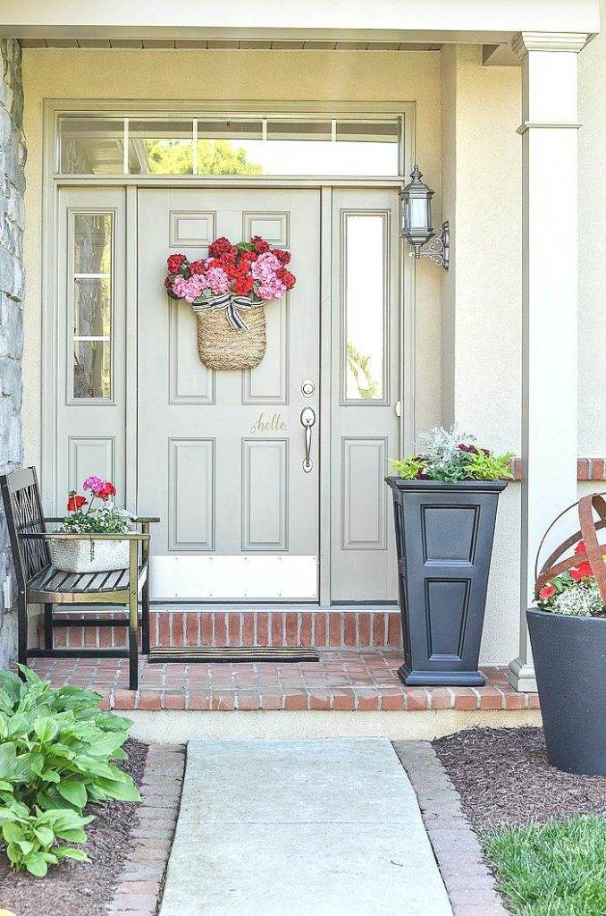 FRONT PORCH USING EASY DECORATING IDEAS