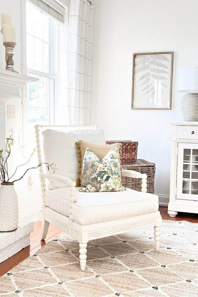 A WHITE CHAIR IN A WHITE ROOM