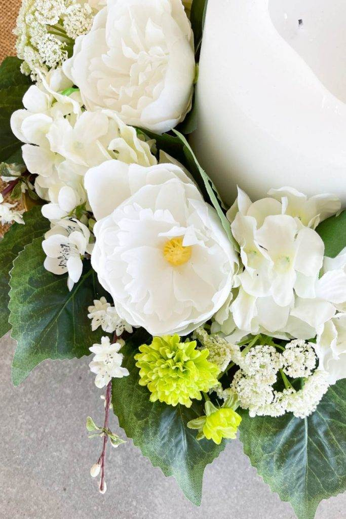 WHITE FLOWERS IN THE ARRANGEMENT